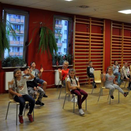 Dzieci Podczas Zajec Nauki Tanca