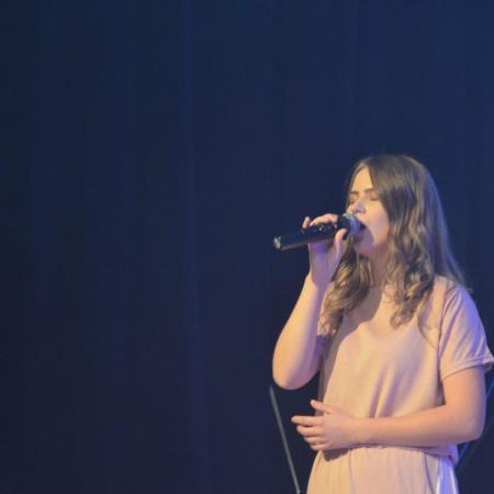 Weronika Balasińska W Utworze Jakie Piękne Imię Twe